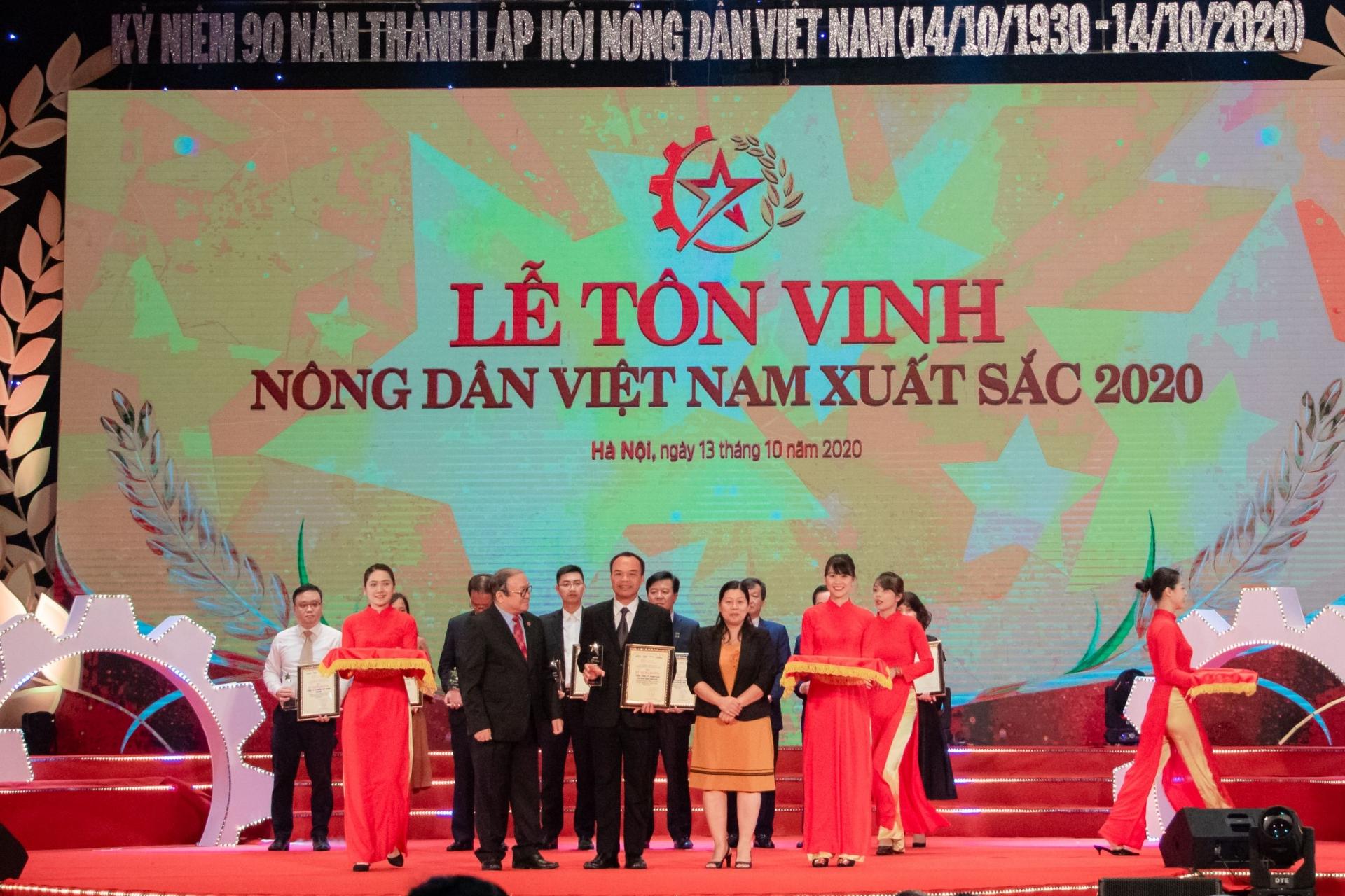 """C.P. Vietnam wins """"enterprises accompanying farmers"""" title"""