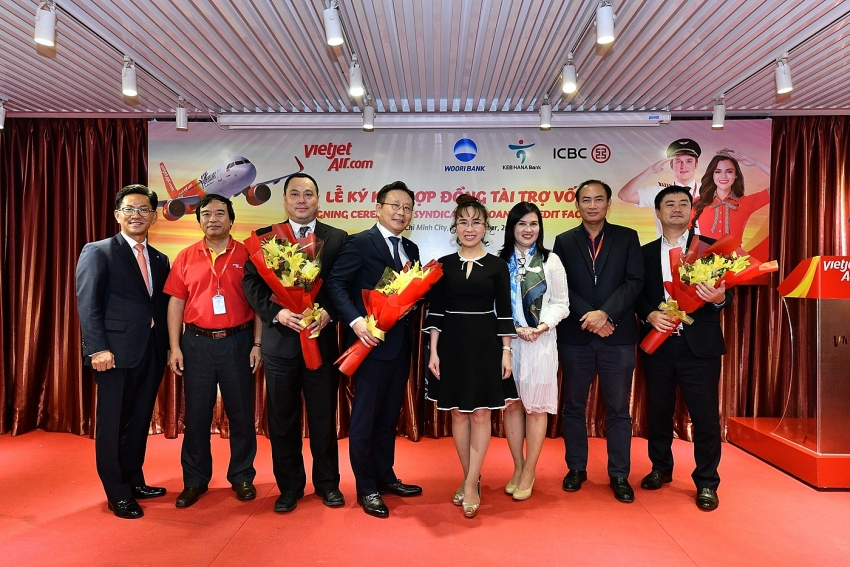 vietjet signs credit loan for medium and long term financing programme