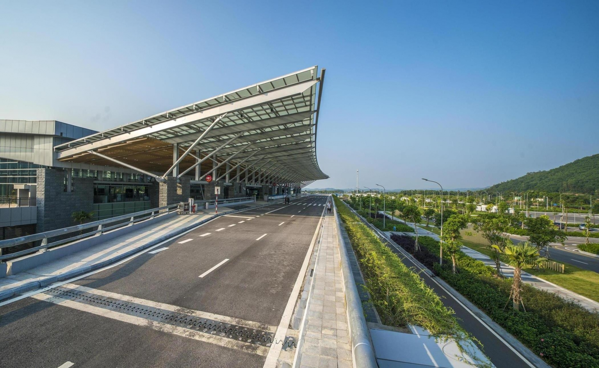"""Van Don International Airport awarded at """"Oscars for tourism"""""""