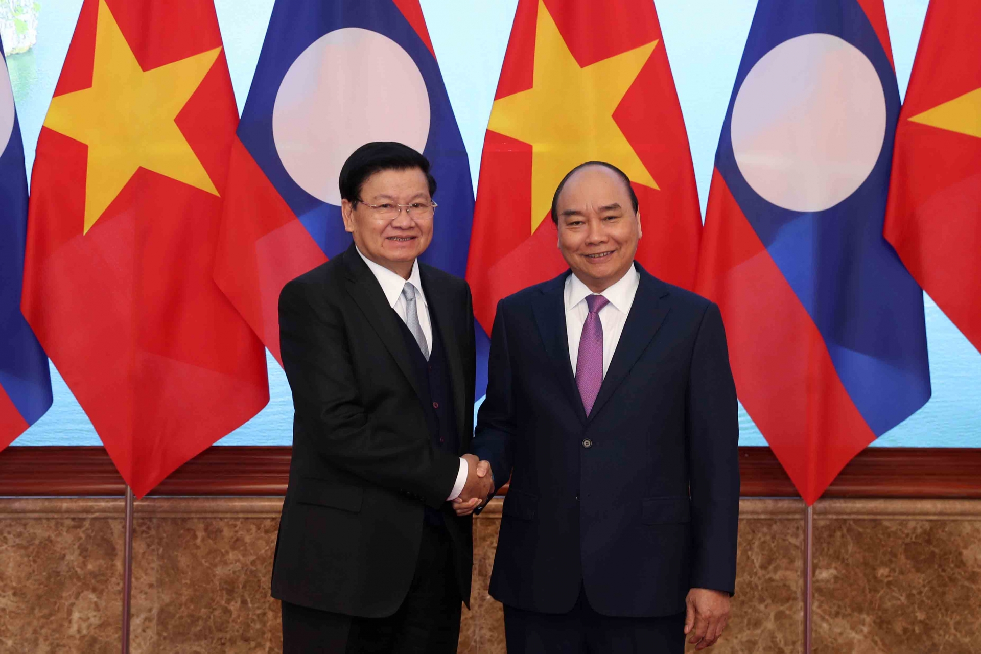 Vietnam and Laos sign 17 cooperation agreements