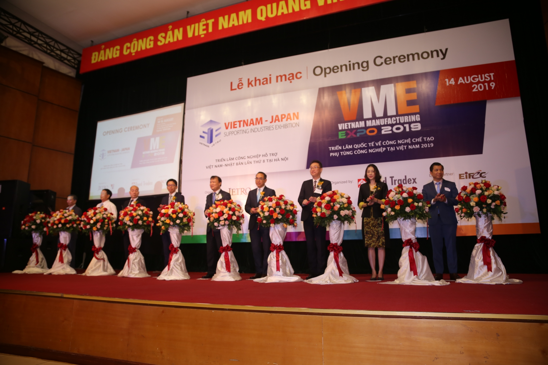 International exhibitions on supporting industry open in Hanoi