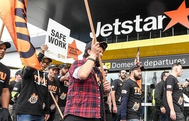 Qantas Airways at risk of troubles from subsidiary Jetstar Airways