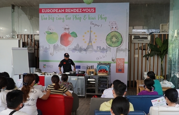 Interfel introduces French apples and kiwis via creative cooking