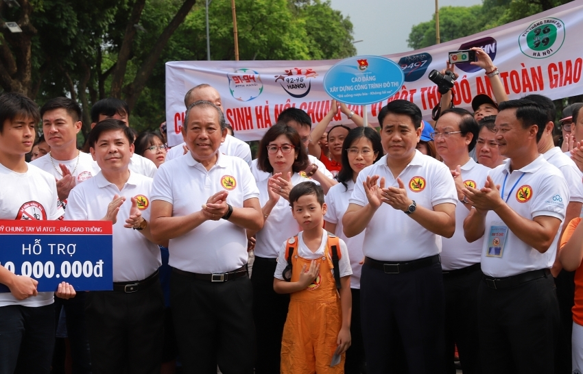 Thousands march in anti-drunk driving campaign in Hanoi