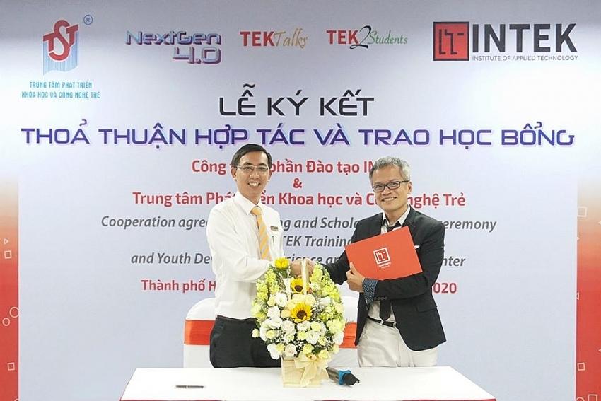 intek and tst award 50 scholarships for it students