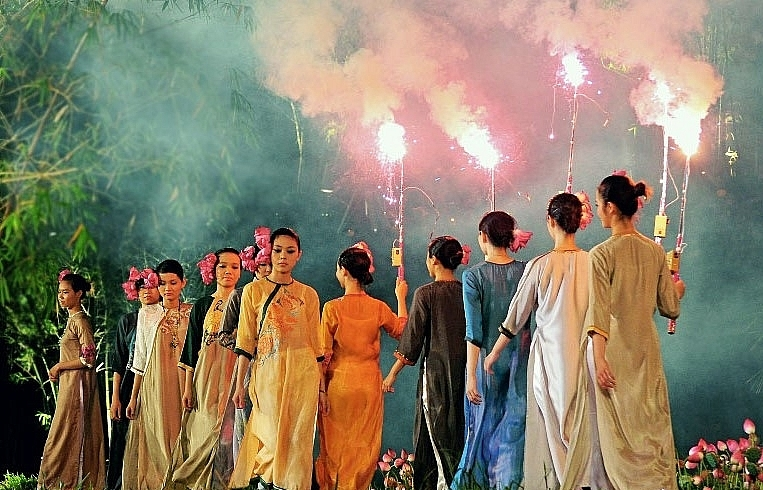 Stunning and spectacular parades at Hue Festival 2020