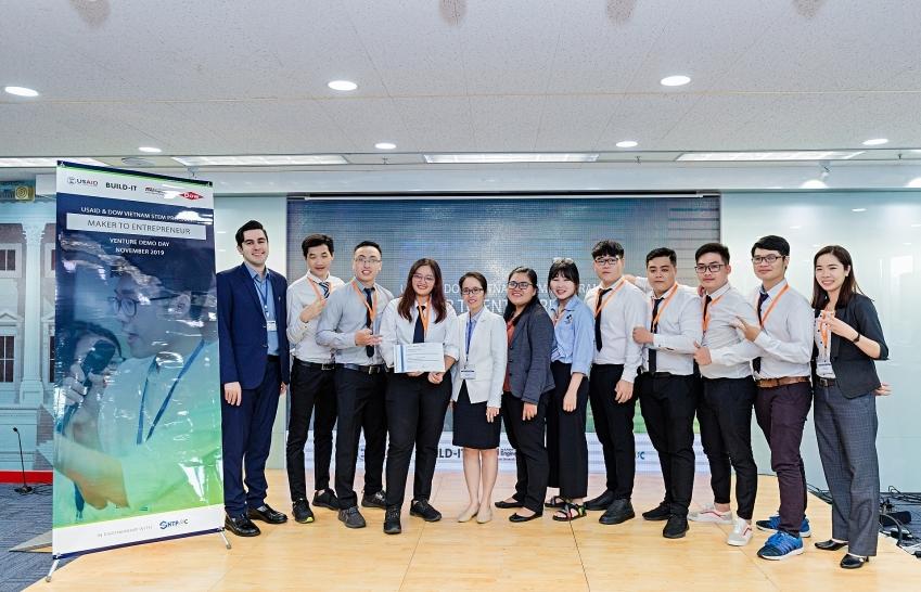 Bringing entrepreneurship competition to engineering students