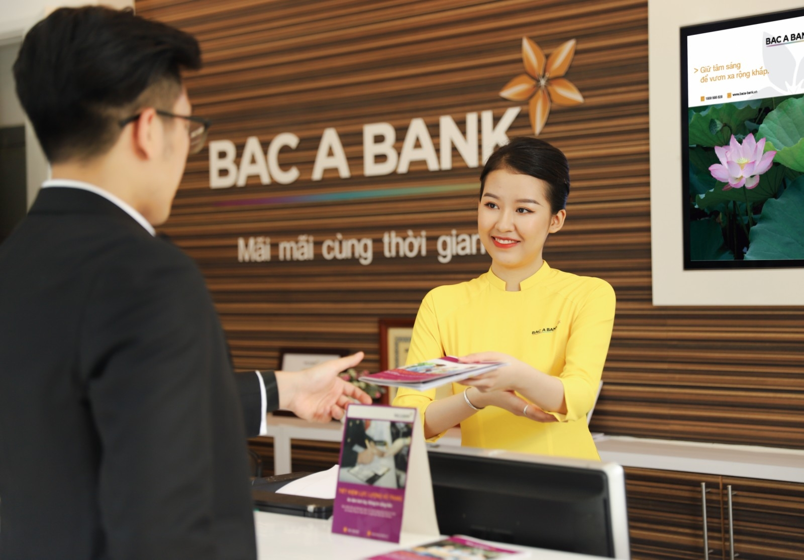 BAC A BANK gets thumbs-up at Hanoi Stock Exchange
