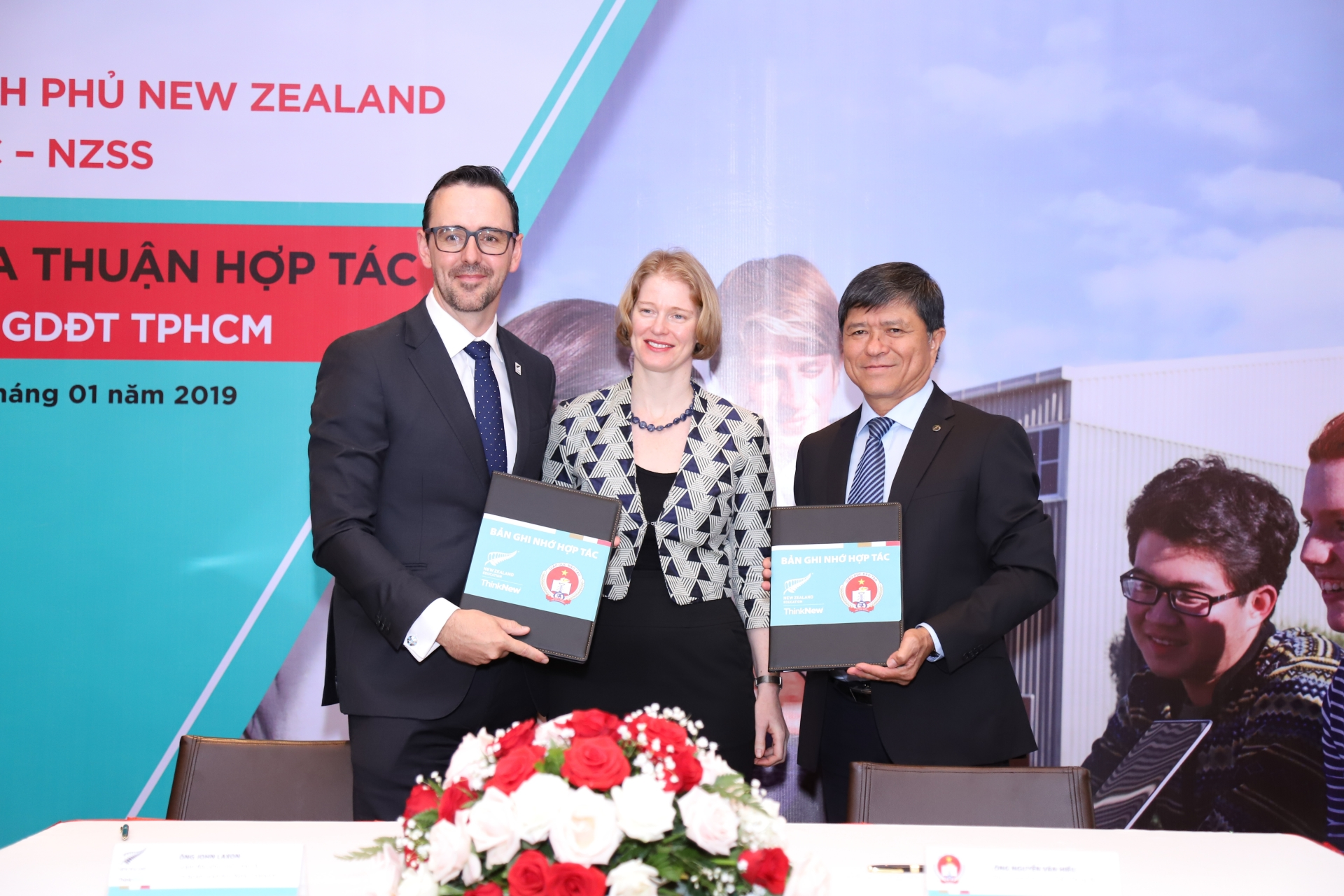 ENZ announces first-ever government scholarship to Vietnamese students