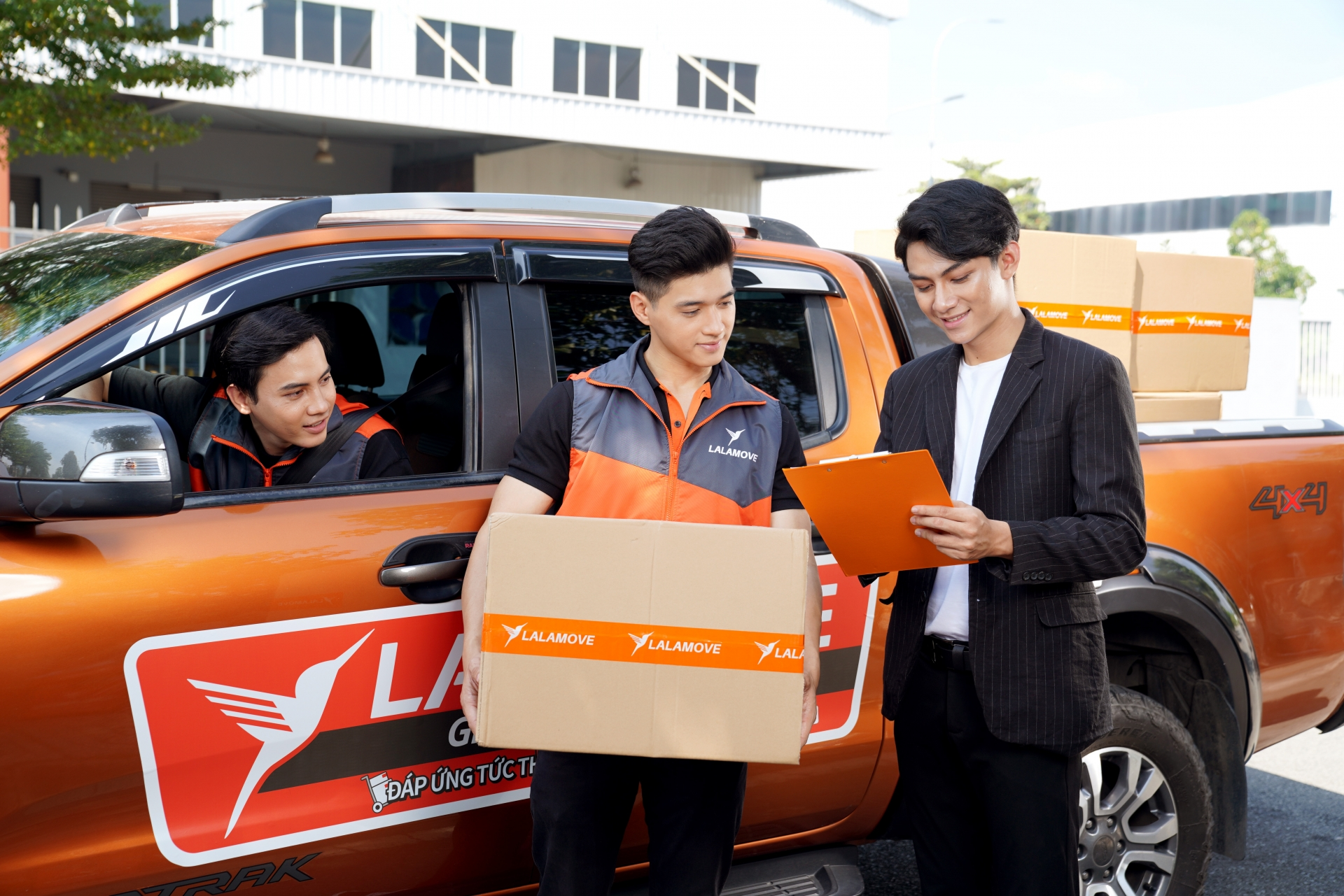 Lalamove ramps up truck delivery services in Vietnam