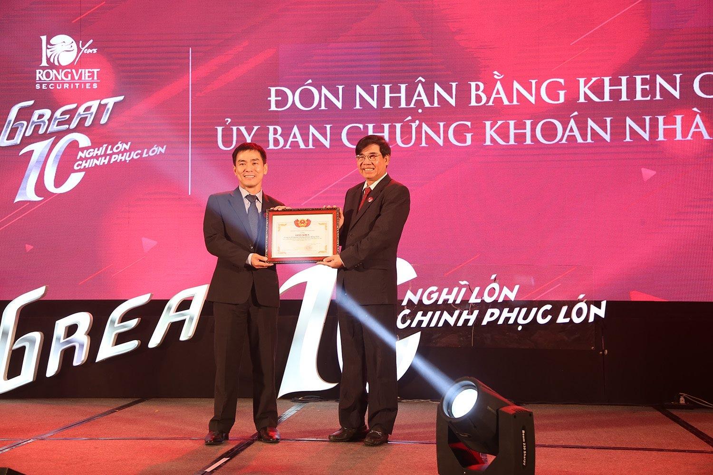 Viet Dragon Securities raises chartered capital to VND910 billion
