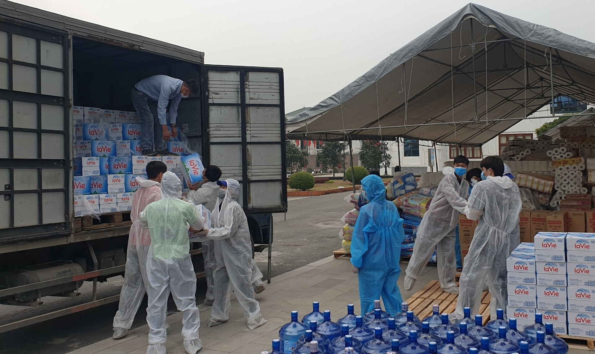 la vie donates mineral water to quarantine areas and hospital in pandemic hit provinces