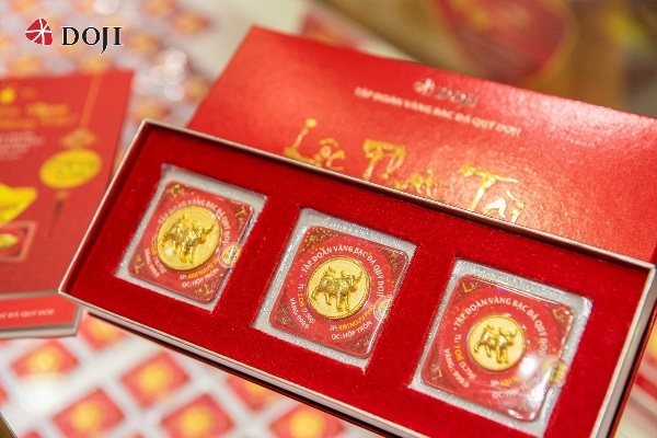 Gold products for the God of Wealth Day