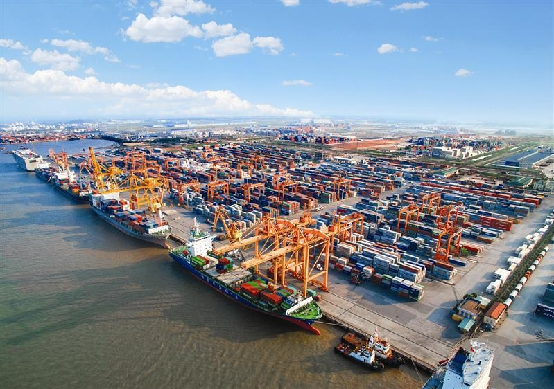 Build up terminals 5 and 6 of Haiphong's Lach Huyen Port