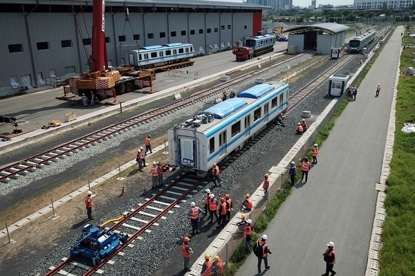 two trains of metro line 1 in thu duc city