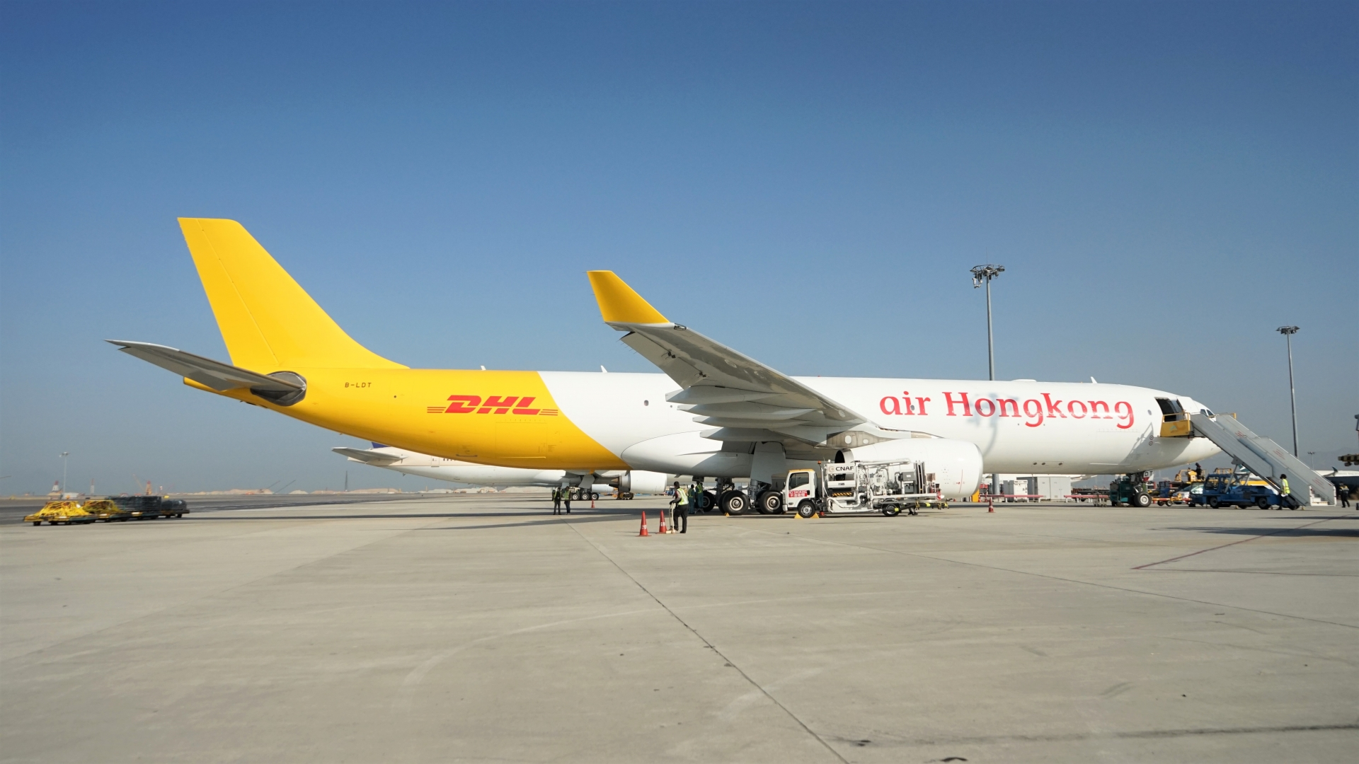 International couriers increase flights to Vietnam to meet the soaring air cargo demand