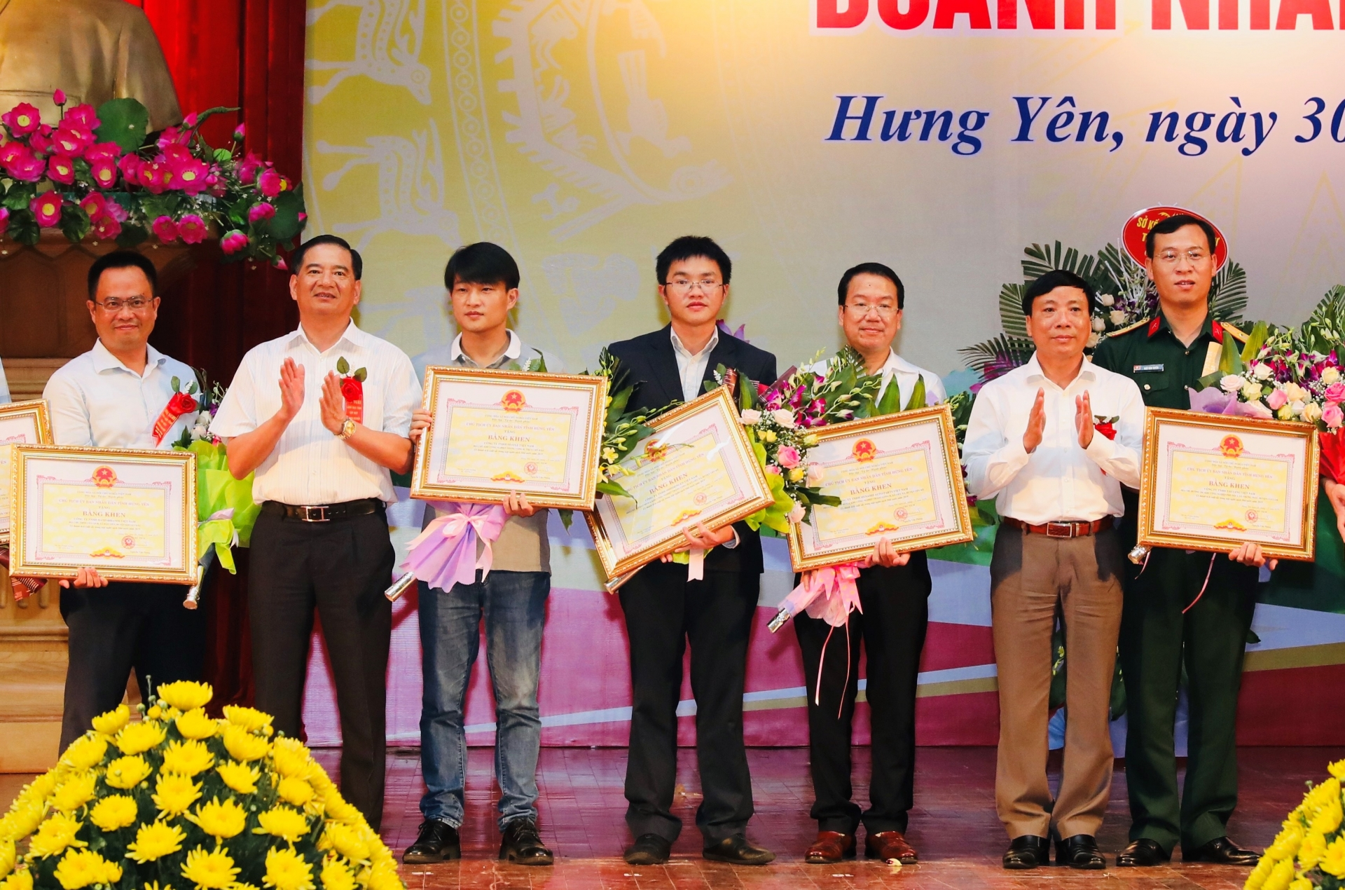 Nestlé Vietnam recognised for contributions to provincial development and state budget