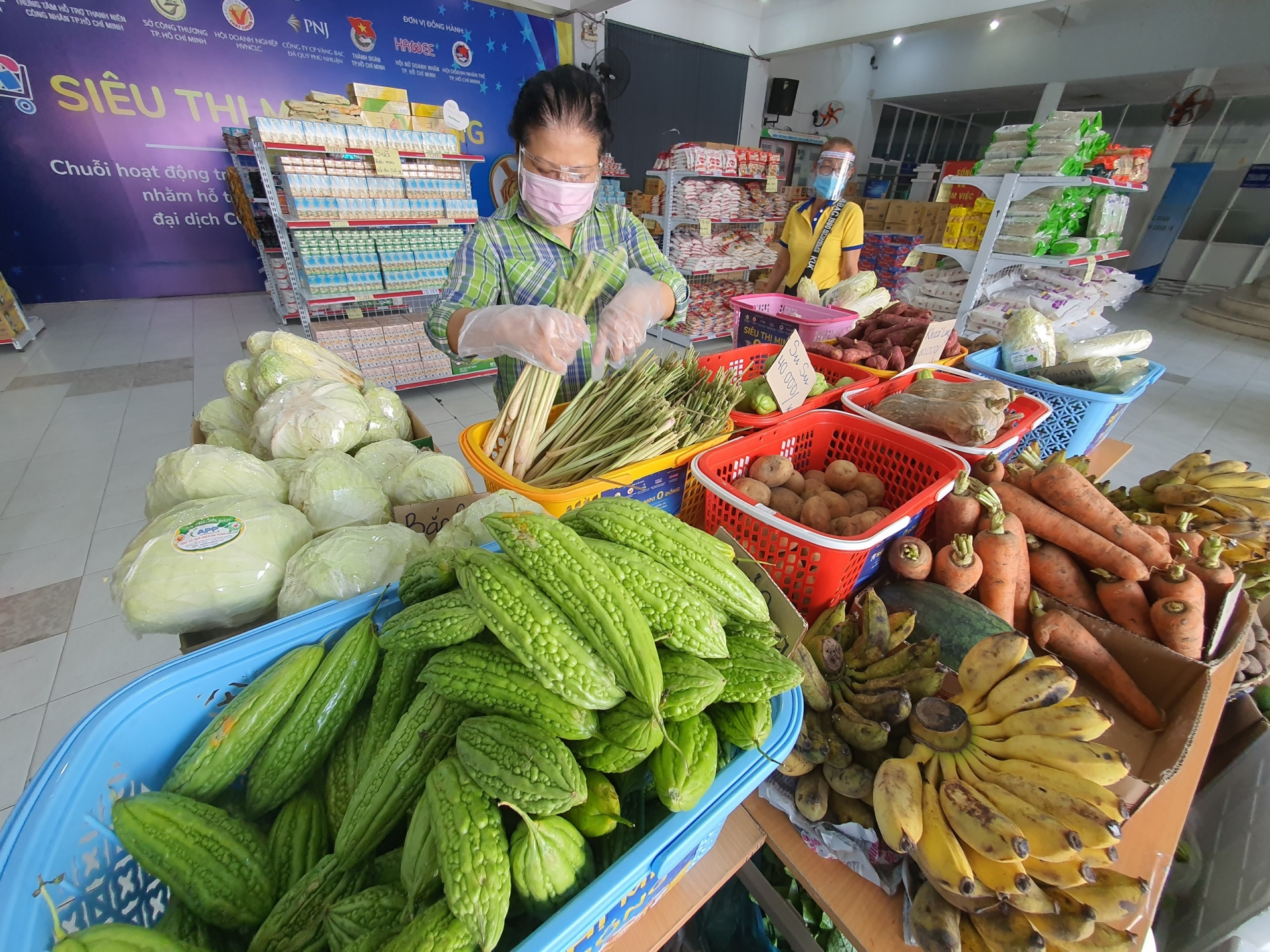 Zero dong supermarkets opened to support the needy in Ho Chi Minh City
