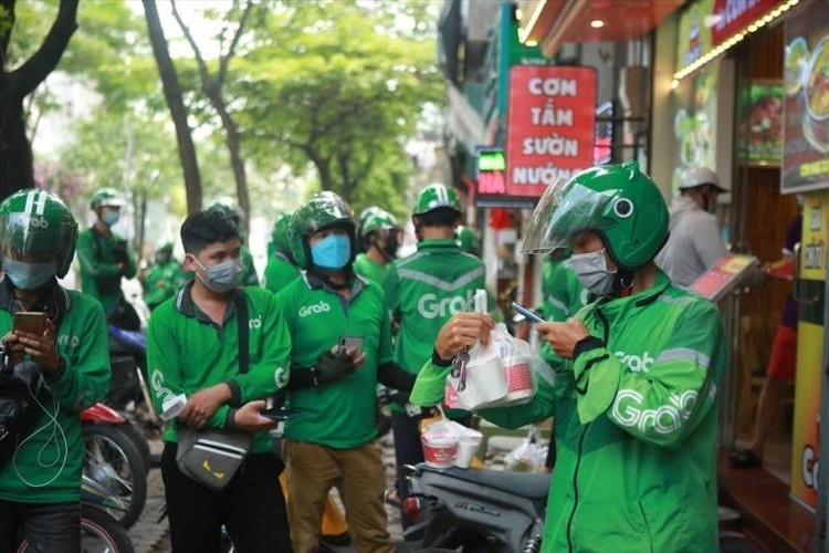 Hanoi temporarily bans shippers of super apps