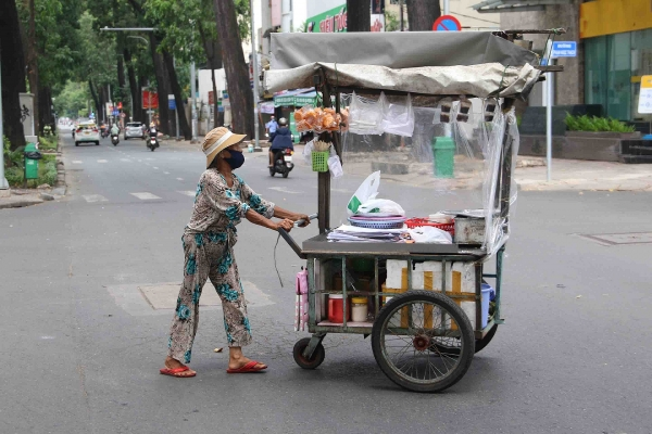 Ho Chi Minh City bans people go out from 6pm