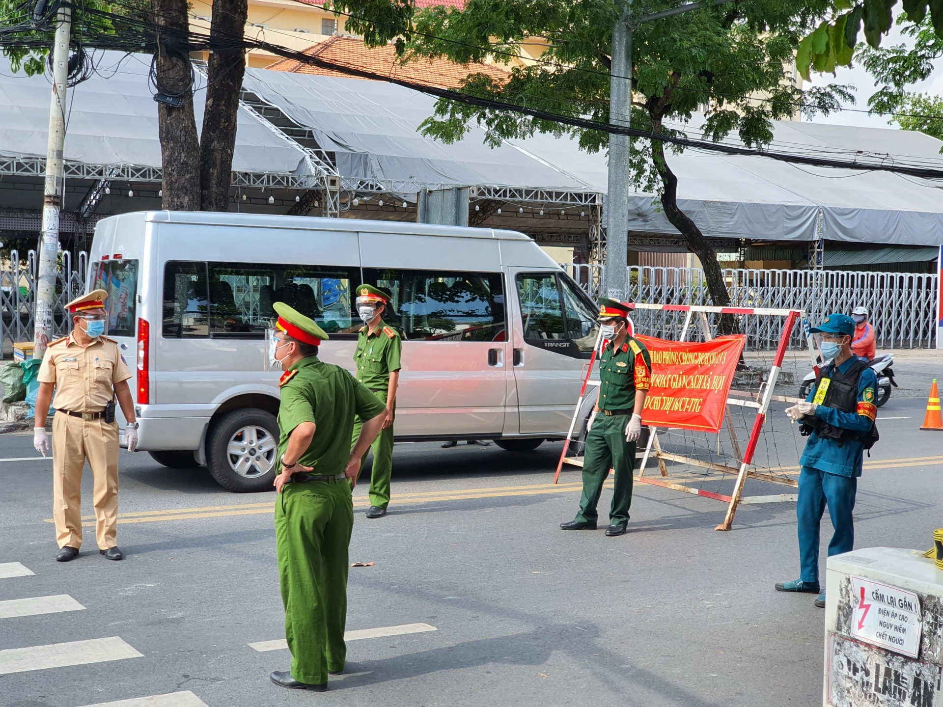Haiphong to stop accepting people from social distancing localities from August 5