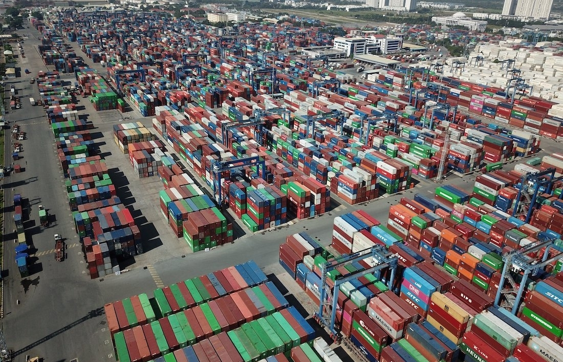 Cat Lai Port allows move shipments to other ports
