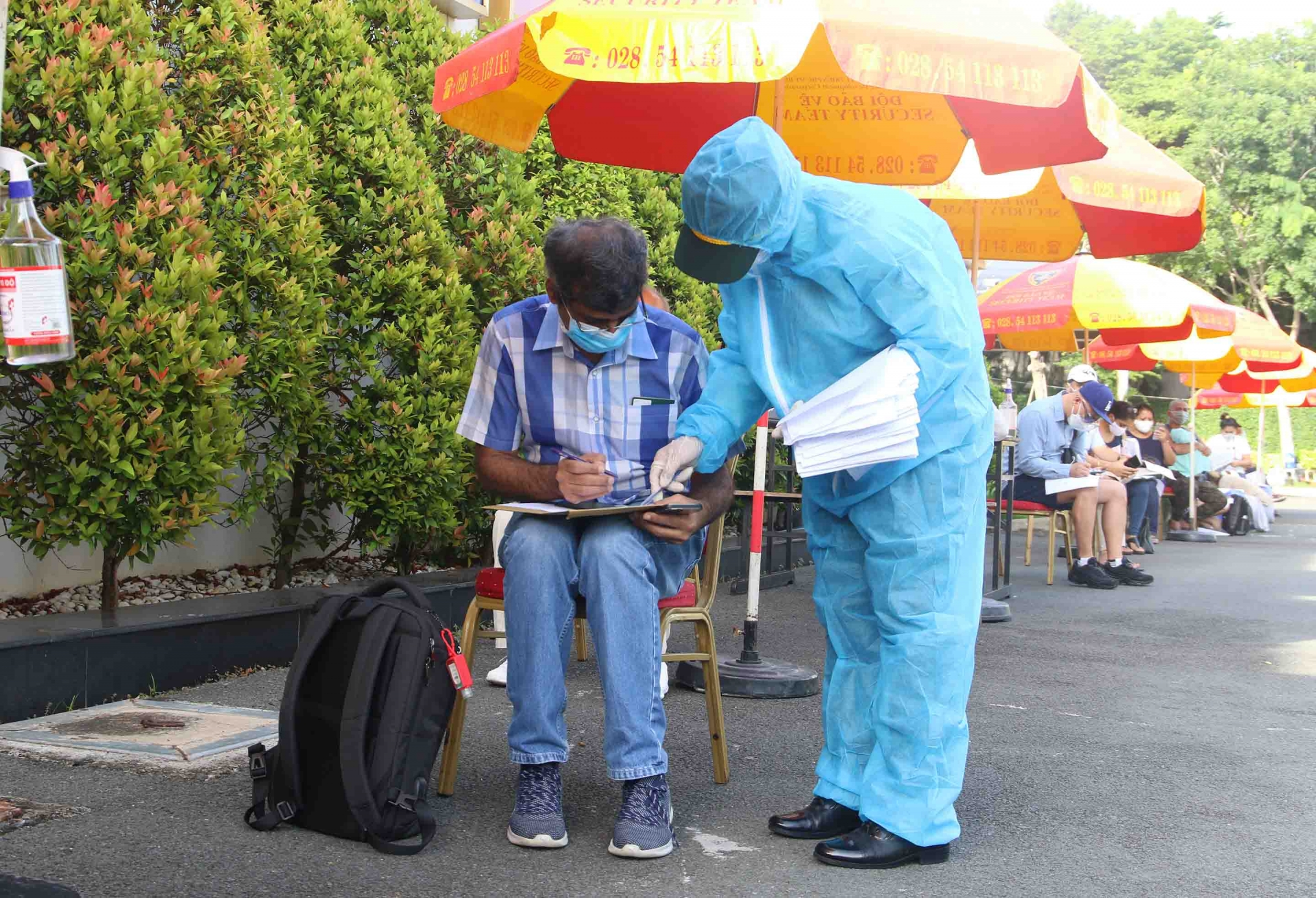 Ho Chi Minh City vaccinates nearly 18,000 foreigners from District 7