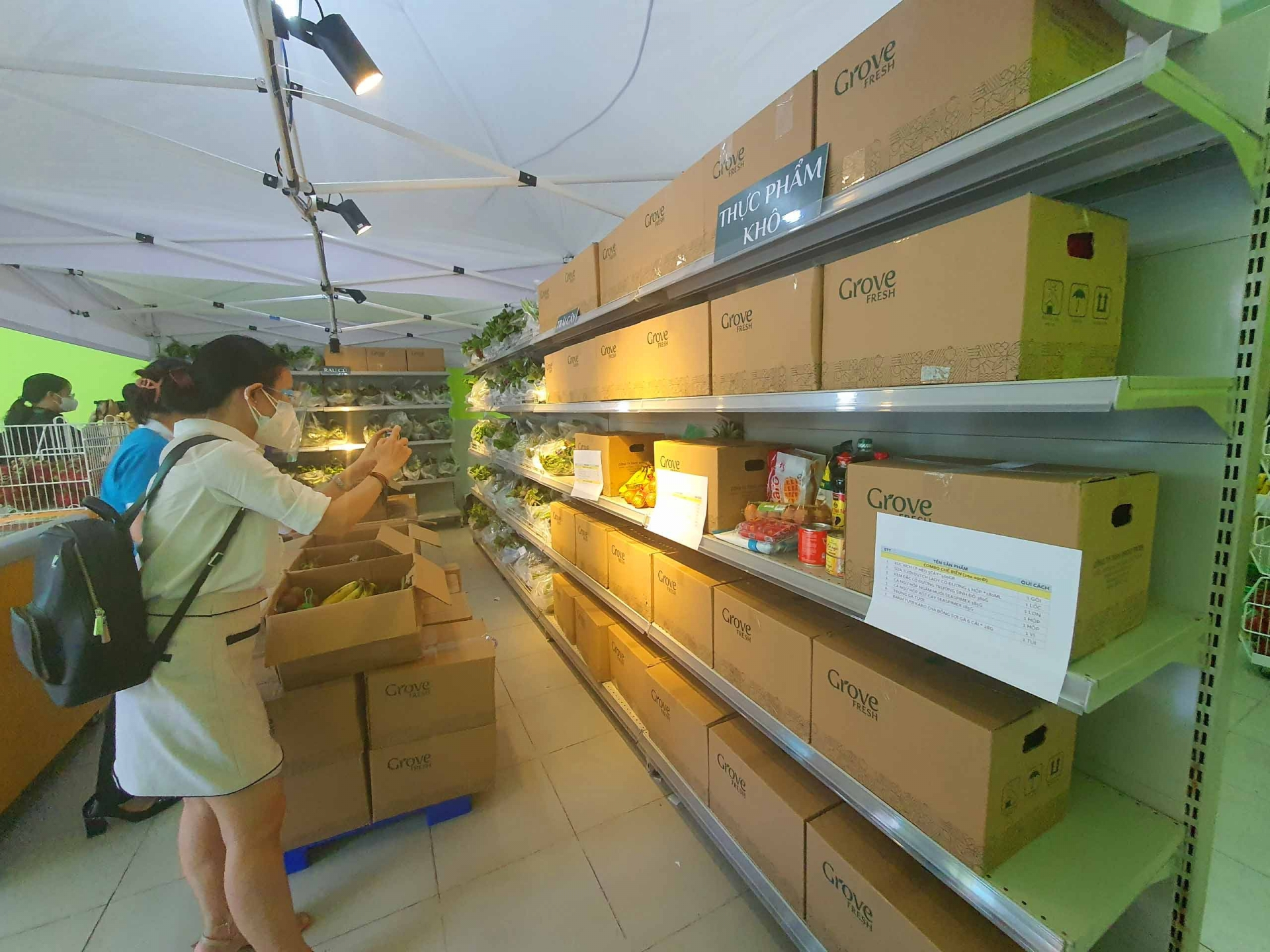 Ho Chi Minh City launches contactless payment stores to supply food for citizens