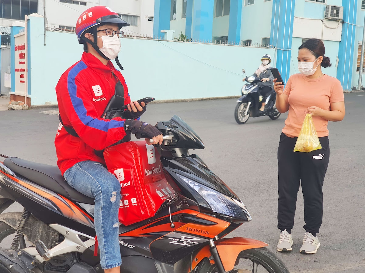 Ho Chi Minh City allows shippers to deliver goods during social distancing