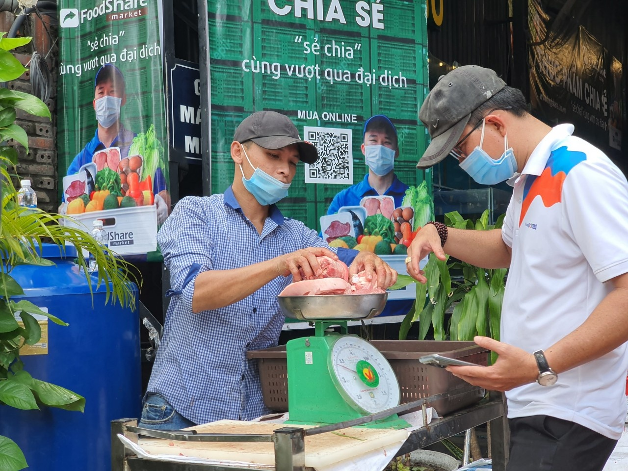 Ho Chi Minh City allows certain businesses to open until 9pm