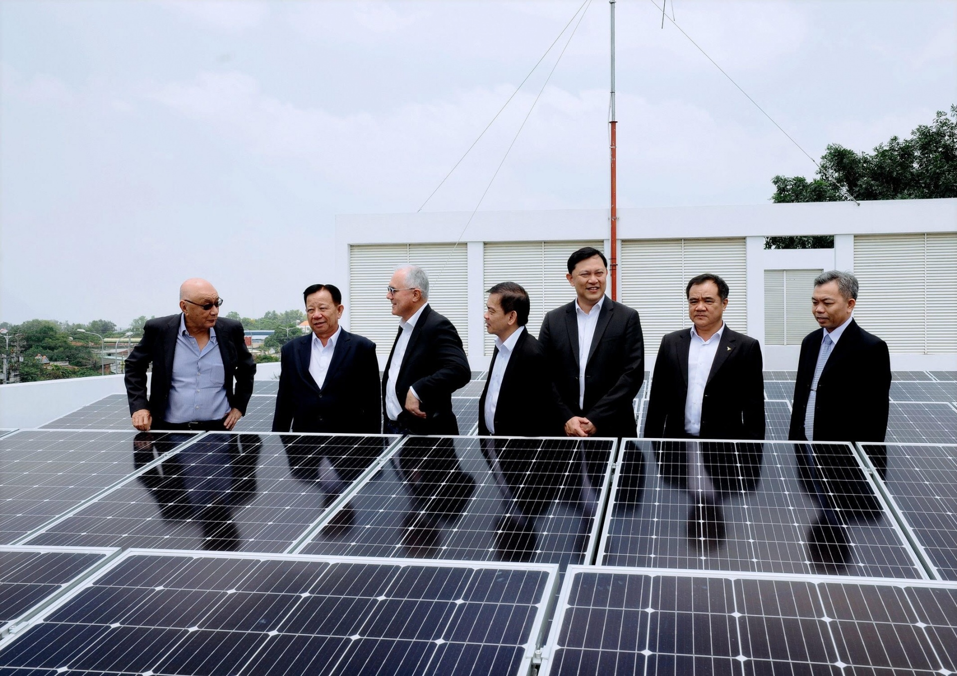 Sembcorp Industries pledges $742,000 in aid for Vietnam's COVID-19 fight