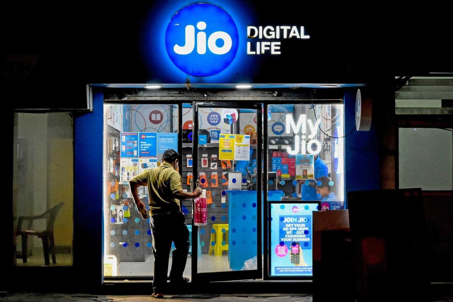 """After acquisition of Mobicast and Reddi, can Masan become the """"Reliance Jio"""" of Vietnam?"""