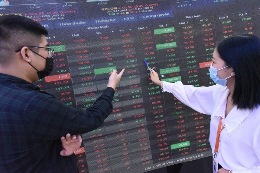 Vietnam's retail investors flock to stock markets