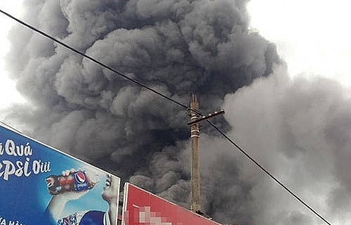 Over 400 people needed to put out fire in Soc Son market