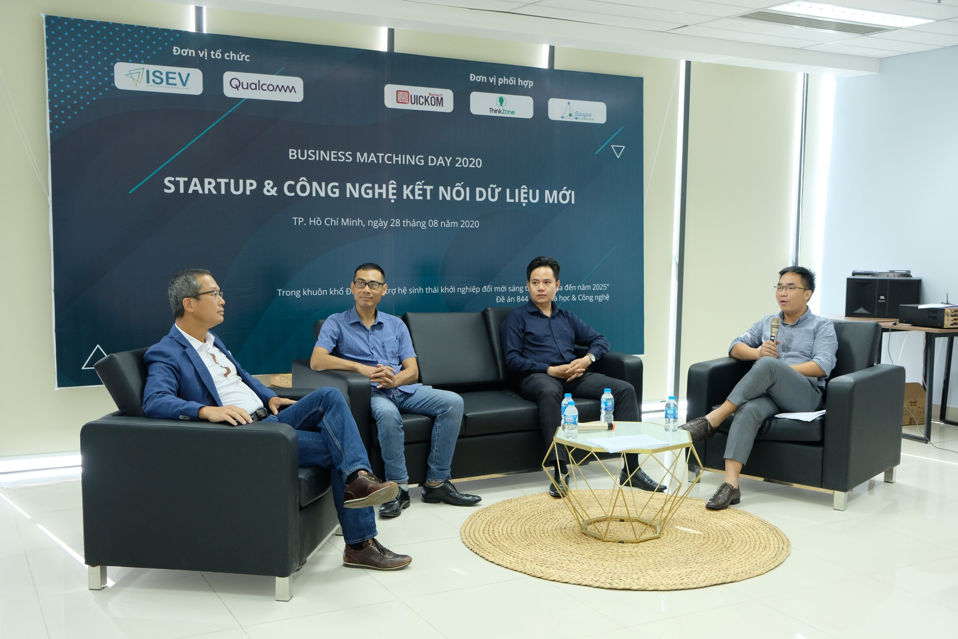 Enlisting connection technology for growth of local startups