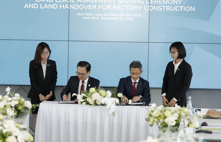 Cat Tuong and Top Textiles Vietnam sign land lease contract at Aurora IP