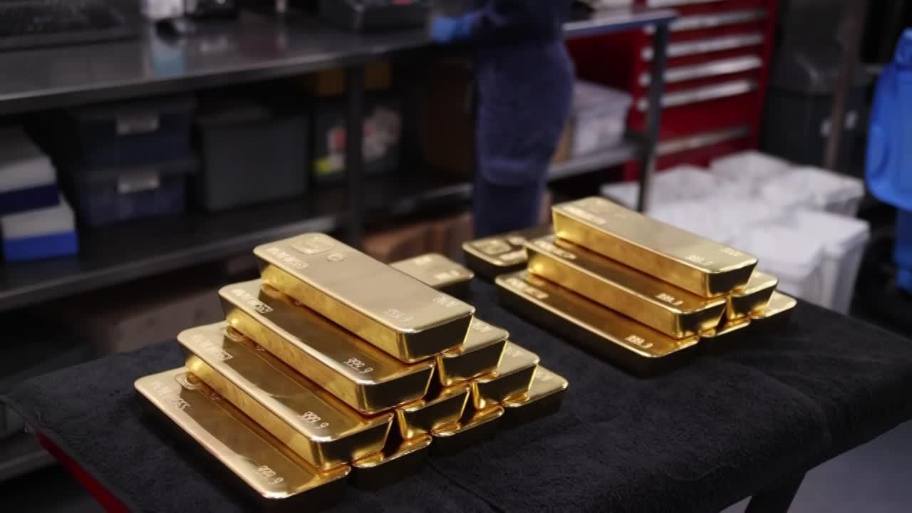 Gold prices soar amid coronavirus uncertainty